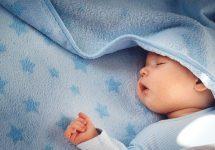 Khi bé sơ sinh hay vặn mình ngủ không ngon giấc thì chứng tỏ cơ thể của bé có chỗ nào không khỏe không?